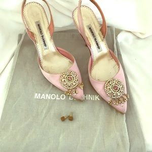 Authentic Manolo Blahnik pink size 51/2 Satin